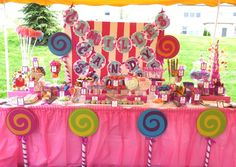 LOVE this Willy Wonka birthday party!  This Mom put in a lot of work & detail here...UBER CUTE!