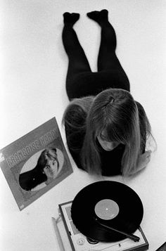 francoise hardy listens to her own records