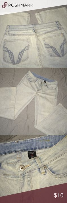 Buffalo David Bitton; Light Washed Jeans B.D.B; Light Washed Jeans, Size 28 (White/Light Blue) Used In Good Condition - Stain Inside Waistband & Bottom Of Jeans Rear Side Buffalo David Bitton Jeans