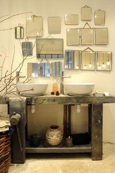 Patchwork de miroirs au mur Détournement d'un établi = Meuble original Branchage