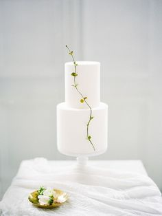 Modern minimalist white tiered wedding cake with single stem for a simple chic look #weddingcake #cake #wedding #weddingdecor #weddingideas #dessert #minimalism #minimalist Swedish Wedding, Scandinavian Wedding, Minimalist Scandinavian, Scandinavian Style, Wedding Cake Decorations, Wedding Cake Designs, Wedding Cake Toppers, Cake Wedding, Wedding Shoes