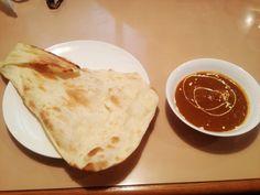 ナン(ペルシア語、ウルドゥー語、ウイグル語 نان nān ナーン、ヒンドゥスターニー語 nān / नान / نان ナーン、タミル語 நான் nān、英語 naan/nan ナーン/ナン)with chicken curry for lunch