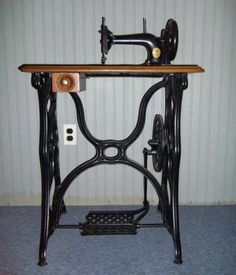 singer treadle sewing machine in Antiques   eBay