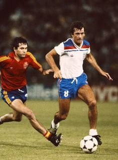 England player Trevor Francis in action during the 1982 World Cup match between Spain and England at the Bernabeu stadium on July 1982 in Madrid, Spain. Get premium, high resolution news photos at Getty Images Pure Football, Retro Football, Football Design, Football Squads, Football Uniforms, Football Boots, Football Shirts, Soccer Stars, Sports Stars