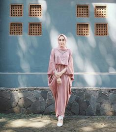 Hijab Prom Dress, Hijab Style Dress, Modest Fashion Hijab, Casual Hijab Outfit, Abaya Fashion, Hijab Chic, Dress Brokat Muslim, Muslim Long Dress, Kebaya Muslim