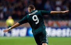 Benzema comemorando o segundo gol do Real contra o Ajax