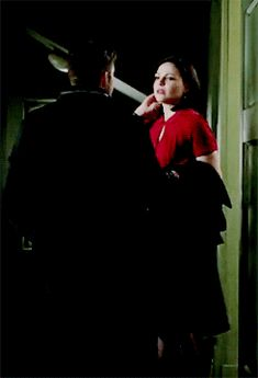 HOLY POOP! If what's her face gets in the way of outlaw queen I will murder somebody!!!!!!