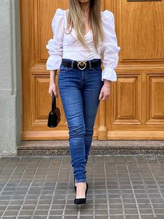 Discover the belt you are going to see everywhere this season. #style #estilo #styleblog #blogdeestilo #styleinspiration #styletips #styleideas #ideasestilo #trends #tendencias #outfitideas #belts #cinturones #belttrends #tendenciacinturones #pinko Salvatore Ferragamo, Moschino, Valentino, Blazers, Zapatos Shoes, Belts, Style Inspiration, Outfits, Trends