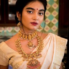 Irresistable Gold & Dimond Pendant Sets For Minimal Jewellery Lovers! Irresistable Gold & Dimond Pendant Sets For Minimal Jewellery Lovers! Antique Jewellery Designs, Indian Jewellery Design, Gold Earrings Designs, Latest Jewellery, Indian Jewelry, Indian Bridal Fashion, Minimal Jewelry, Bridal Jewelry Sets, Bridal Jewellery