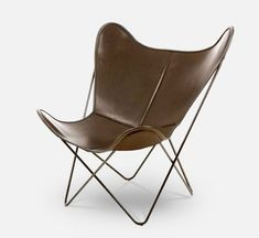 The wishbone chair has crossed all the time limits and has become the most accepted furniture design. Read this article to know more… Chair Pictures, Outdoor Lounge Chair Cushions, Buy Chair, Chair Types, Fritz Hansen, Chairs Online, Butterfly Chair, Cool Chairs, Wishbone Chair