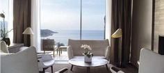 Hôtel La Réserve Ramatuelle***** Palace A quelques minutes de Saint-Tropez, face à la Méditerranée, l'Hôtel La Réserve Ramatuelle se présent comme un lieu hors du temps, suspendu entre ciel et terre. Le célèbre architecte Jean-Michel Wilmotte a mis sa griffe sur cet hôtel-spa harmonieusement intégré dans le domaine privé des villas à louer La Réserve Ramatuelle. #LaReserve #Ramatuelle #Riviera #Palaces #RVenFrance