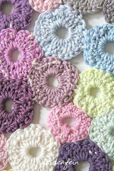 seidenfeins Dekoblog: Tupfen - coaster : Häkel - Idee für kleinste Reste * DIY for tiny wool leftovers : dot - coaster