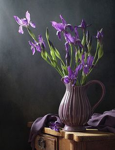 Photographer professional Елена Татульян (Elena Tatulyan). Ирисы. City Самара. , ирисы, цветы, букет, кувшин, весна