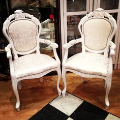 Two beautiful restore carver chairs Www.chosesjoliespetites.com