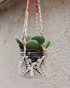 Original DIY Colorful Hanging Window Planters: Made using lace doilies / Homedit Diy Hanging Planter, Planter Ideas, Hanging Baskets, Hanging Succulents, Diy Planters, Window Hanging, Hanging Flowers, Hanging Art, Window Plants