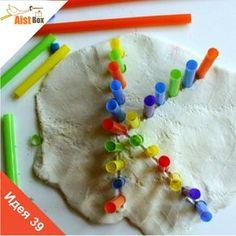 Учите буквы с малышами с помощью пластилина и ярких трубочек!
