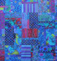 "Kaffe Fassett quilt, quilted by Pink Doxies: ""Perhaps no other fabric designer h… - Kaffeesorten 2020 Colorful Quilts, Blue Quilts, Scrappy Quilts, Small Quilts, Batik Quilts, White Quilts, Quilting Projects, Quilting Designs, Quilting Ideas"