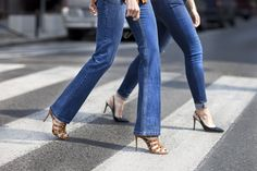 This Summer denim knows no bounds – check out La Mania's NATALI classic mid-rise flared jeans and shop online! #LaMania #Deinm #StreetStyle #photo Asia Typek