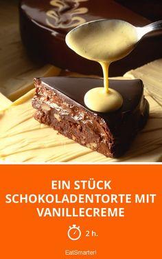 Ein Stück Schokoladentorte mit Vanillecreme - smarter - Zeit: 2 Std. | eatsmarter.de