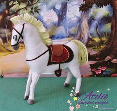 Personagens do filme Enrolados em feltro, para decoração de festa.  Rapunzel, Flynn Rider, seu amiguinho Pascal e o cavalo Maximus.         ...