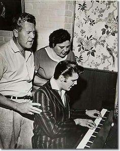 Elvis & Mom and Dad http://adjustablepianobench.net