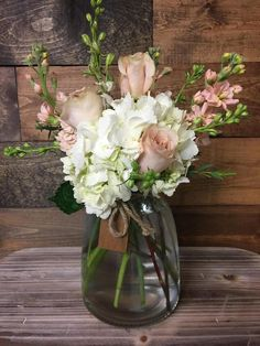 Timeless Rose & Hydrangea Arrangement #elegantarrangement #beautifulflowers #hydrangeas #roses #elegant #weddingflowers #everydayflowers