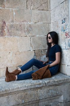 www.sukucuktepepinar.com fashion, fashion blogger, style, cowboy boots, clutch, jean, t-shirt, street style
