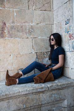 www.sukucuktepepinar.com fashion, fashion blogger, style, cowboy boots, clutch, jean, t-shirt, street style