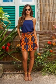 Colourful printed short skirt with a matching navy blue spaghetti top. Good idea for a vacation outfit. Urban Fashion Trends, 80s Fashion, African Fashion, Fashion Outfits, Womens Fashion, Classy Fashion, Fashion Tips, Nigerian Outfits, Casual Outfits