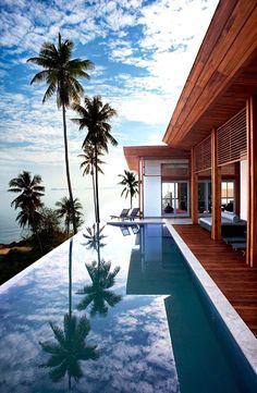 piscina grande de borde infinito