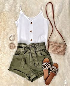 IG MrsCasual White linen top olive shorts straw bag leopard flats Source by Kinalinas summer fashion Style Outfits, Cute Casual Outfits, Mode Outfits, Cute Summer Outfits, Summer Wear, Spring Summer Fashion, Spring Outfits, Fashion Outfits, Bbq Outfit Ideas Summer