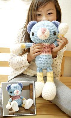 Crochet bear - free diagram pattern (Japanese). English version via this link: http://gosyo.co.jp/english/pattern/eHTML/toy_ornament.html