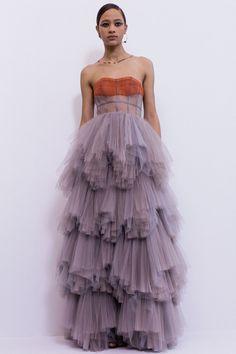 Petite Fashion Tips .Petite Fashion Tips Christian Dior Couture, Christian Lacroix, Christian Dior Dress, Couture Fashion, Runway Fashion, High Fashion, Dior Haute Couture, Petite Fashion, Fashion 2020