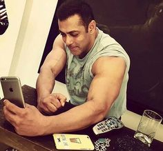 Selfie Time! Salman Khan takes a selfie on the sets of 'Sultan'
