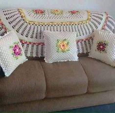 No photo description available. Diy Crafts Crochet, Crochet Home Decor, Crochet Bunny Pattern, Crochet Blanket Patterns, Crochet Cushions, Crochet Pillow, Crochet Furniture, Puff Stitch Crochet, Granny Square Blanket