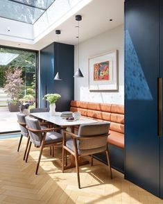 Real home: narrow space turned comfortable luxury - House Design - KBBArk – Real home: narrow space turned comfortable luxury - Kitchen Diner Extension, Open Plan Kitchen Diner, Open Plan Kitchen Living Room, Kitchen Dining Living, Dining Nook, Dining Room Design, Narrow Living Room, Living Rooms, Diy Home Decor Easy