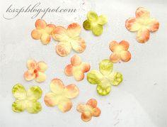 Witajcie :)  Dziś chciałabym pokazać, w jaki sposób bez użycia wykrojników, z gotowych wyciętych kwiatków, można wykonać własne niepowtarzal...