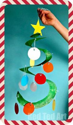 *Paper Plate Christmas Tree Whirligig* Paper Plate Twirlers are a easy and fun to make and are a great classroom Christmas Decoration. They look fabulous at home. Paper Plate Christmas trees can also be made as collaborative project.. and we give tips to simplify the craft or extend it, depending on how much time you have. They are SUCH a pretty decoration for Christmas though.. I do hope you have a go. Fabulous Christmas Crafts for Preschoolers!