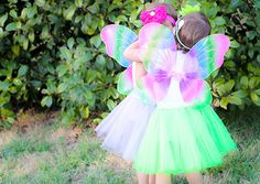 These Butterfly Wings are great for birthday parties, dress up, Halloween, photos and just about everything else too!   The perfect size for your toddlers and girls of all ages these wings are simply adorable. Measurements: 17 * 12