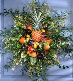 Natural wreath with pineapple center