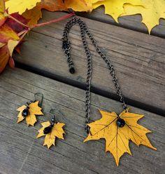 Hojas de otoño dorado joyería-conjunto (collar y pendientes), arce hoja colgante, joyería de la arcilla de polímero, collar para la mujer, única