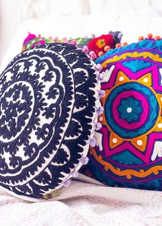 Take a break from the day, cozy up with this extra comfy cushion and dream away! This colorful, round cushion cover is topped with textured embroidery in stunningly intricate patterns. Perfect for floor life around a coffee table or atop your couch! Bohemian Interior, Bohemian Decor, Bohemian Pillows, Decorative Accessories, Home Accessories, Floor Pillows, Throw Pillows, Bordados E Cia, Cushion Covers