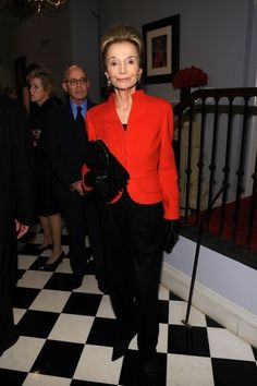 Lee Radziwill Photos - Lee Radziwill, sister of Jackie Kennedy Onassis at the Giambatista Valli fashion show during the Paris Haute Couture fashion shows for the fall-winter collections. Jacqueline Kennedy Onassis, Jackie Kennedy Style, Lee Radziwill, Slim Keith, Haute Couture Fashion, Winter Collection, Style Icons, Fashion Show, Sisters