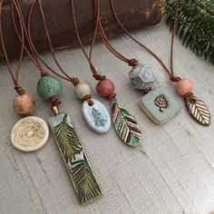 Day of Christmas – Procrastinators' Pendants Celebrating Art Beads, Inspiring Those Who Use Them. Ceramic Necklace, Ceramic Pendant, Polymer Clay Pendant, Ceramic Jewelry, Ceramic Beads, Clay Beads, Clay Earrings, Polymer Clay Jewelry, Wire Jewelry