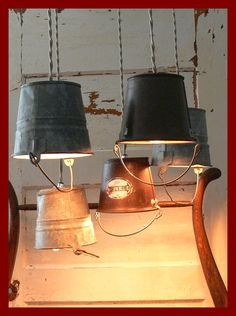 Rusty Little Bucket Hanging Lights van pablowood op Etsy Coastal Lighting, Rustic Lighting, Solar Lights, Hanging Lights, Pot Lights, Do It Yourself Einrichtung, Diy Luz, Bucket Light, Primitive Lighting