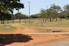 Caminho alternativo marcado pelo uso de pedestres e ciclistas.