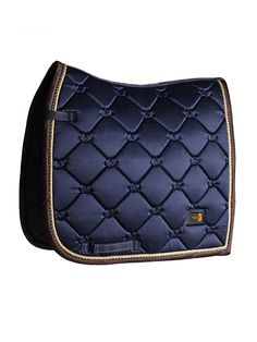 WILL BE BACK IN STOCK IN OCTOBERThis saddle pad gives you the real luxury feeling!Our luxury dressage saddle pad in shiny navy is perfect for a day of training. The material of the saddle pad is shiny and dirt repellent with beautiful details in gold and patterns with the Equestrian Stockholm logo. Color: Shiny NavyBinding: Shiny BrownPipings: Navy/Brown/GoldMetal Badge: GoldInner material: Super quick DryOuter material: Shiny dirt repellentSize: FullWashing: 30 degrees, Don't u...