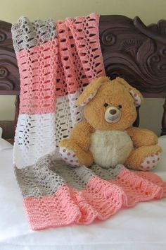 Try this quick and easy unisex crochet blanket for baby. This afghan pattern is made up of a beautiful stitch and is perfect for beginners. Crochet Baby Blanket Free Pattern, Easy Crochet Blanket, Baby Afghan Crochet, Manta Crochet, Crochet Bebe, Baby Afghans, Afghan Crochet Patterns, Baby Blankets, Crochet Cushions