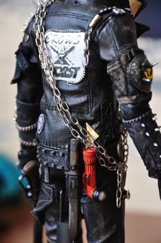Dystopia Post-Apocalyptic Mecha Nomad Futuristic for cosplay ideas. Post Apocalyptic Clothing, Post Apocalyptic Costume, Post Apocalyptic Fashion, Apocalypse Fashion, Zombie Apocalypse, Wasteland Warrior, Dystopia Rising, Steampunk, Wasteland Weekend