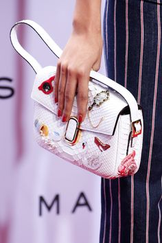 931f45c06e16 Marc Jacobs Spring 2016 Ready-to-Wear Fashion Show Details Μοδάτες Τσάντες
